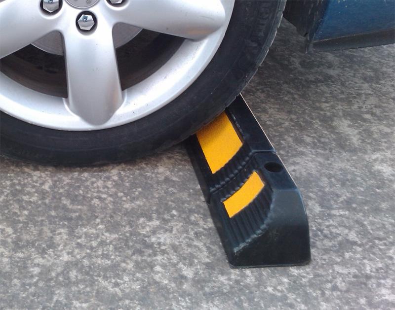 Cục chặn bánh xe