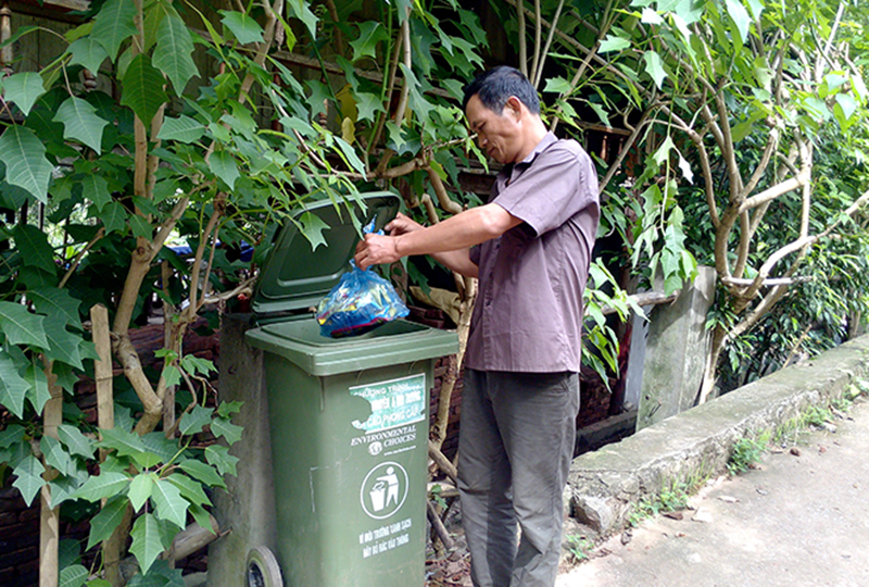 Cần trang bị thùng rác công cộng cho các vùng quê