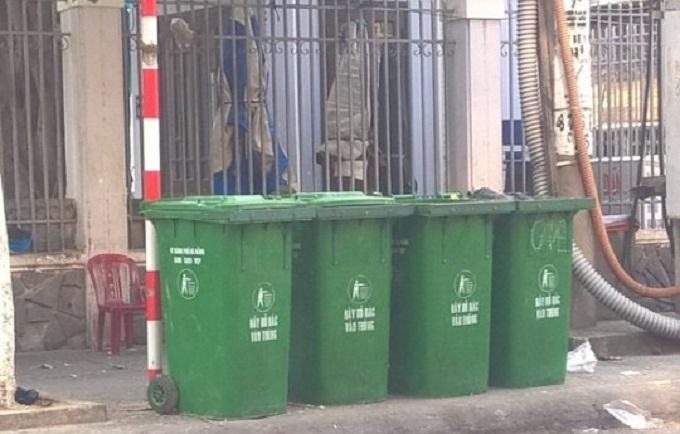 Thiếu thùng rác nhựa công cộng ở khu vực xa trung tâm