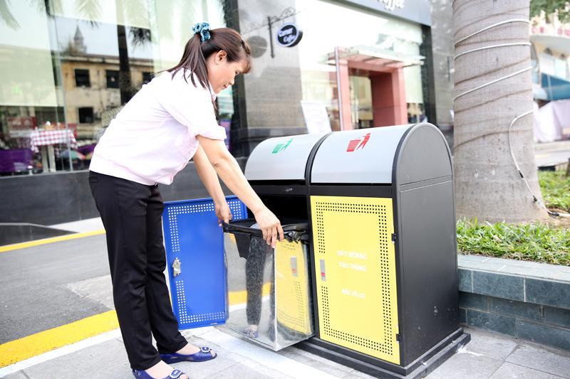 Thùng rác công cộng thân thiện với môi trường
