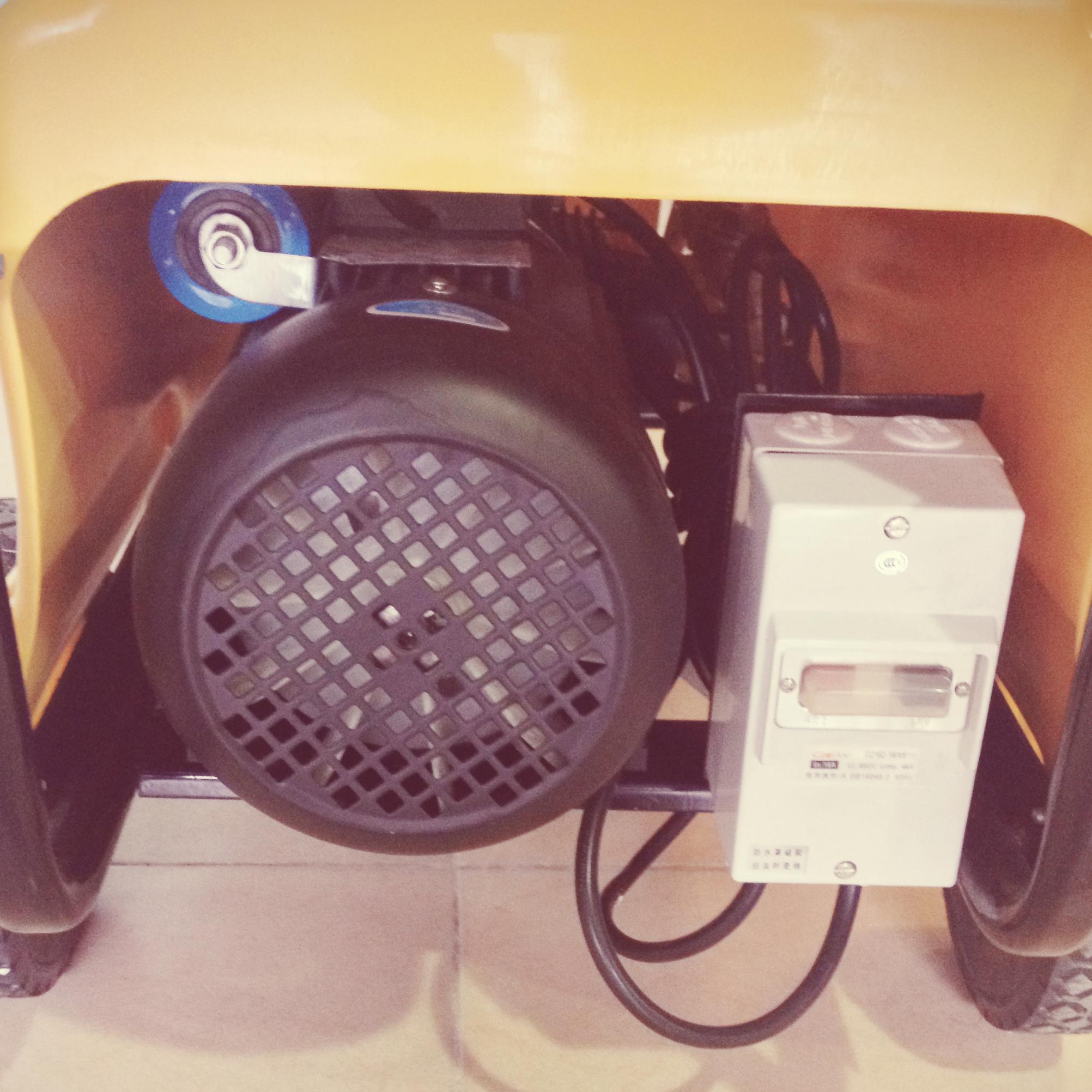 Hình ảnh chi tiết động cơ của máy