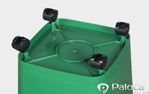 bánh xe cao su nhỏ giúp xe vận chuyển rác đơn giản dễ dàng